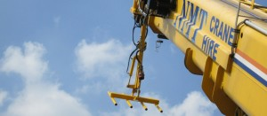 Close up picture of a heavy duty crane