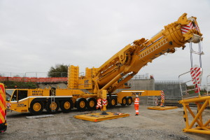 A picture of one of NMT Crane Hire's heavy mobile cranes