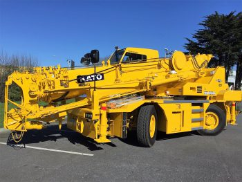 A picture of a KATO 35 ton city crane